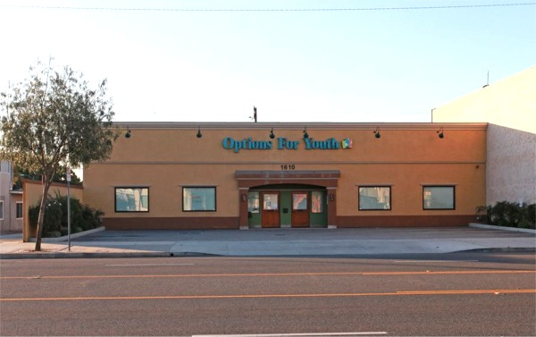 1610 W Burbank Blvd Building For Lease